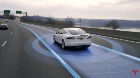 Tesla Model S, autopilot, rijbaan houden, autonoom rijden