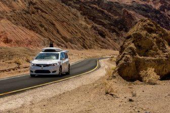 zelfrijdende auto van Waymo in Arizona